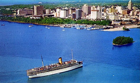 SS Yarmouth reentering Miami harbour 1964 built in 20s scrapped 75