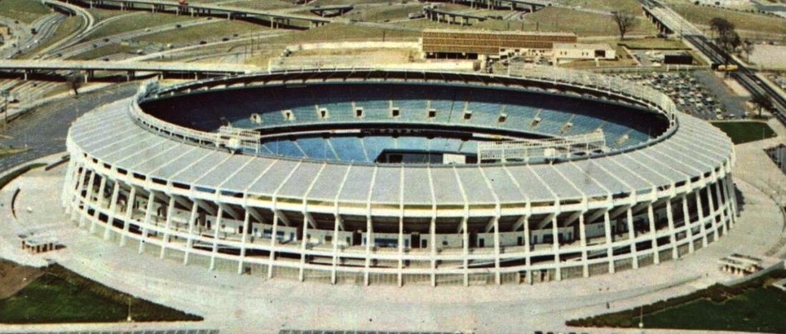 Atlanta–Fulton_County_Stadium_Postcard_(1960s-70s)_(Stadium_crop)