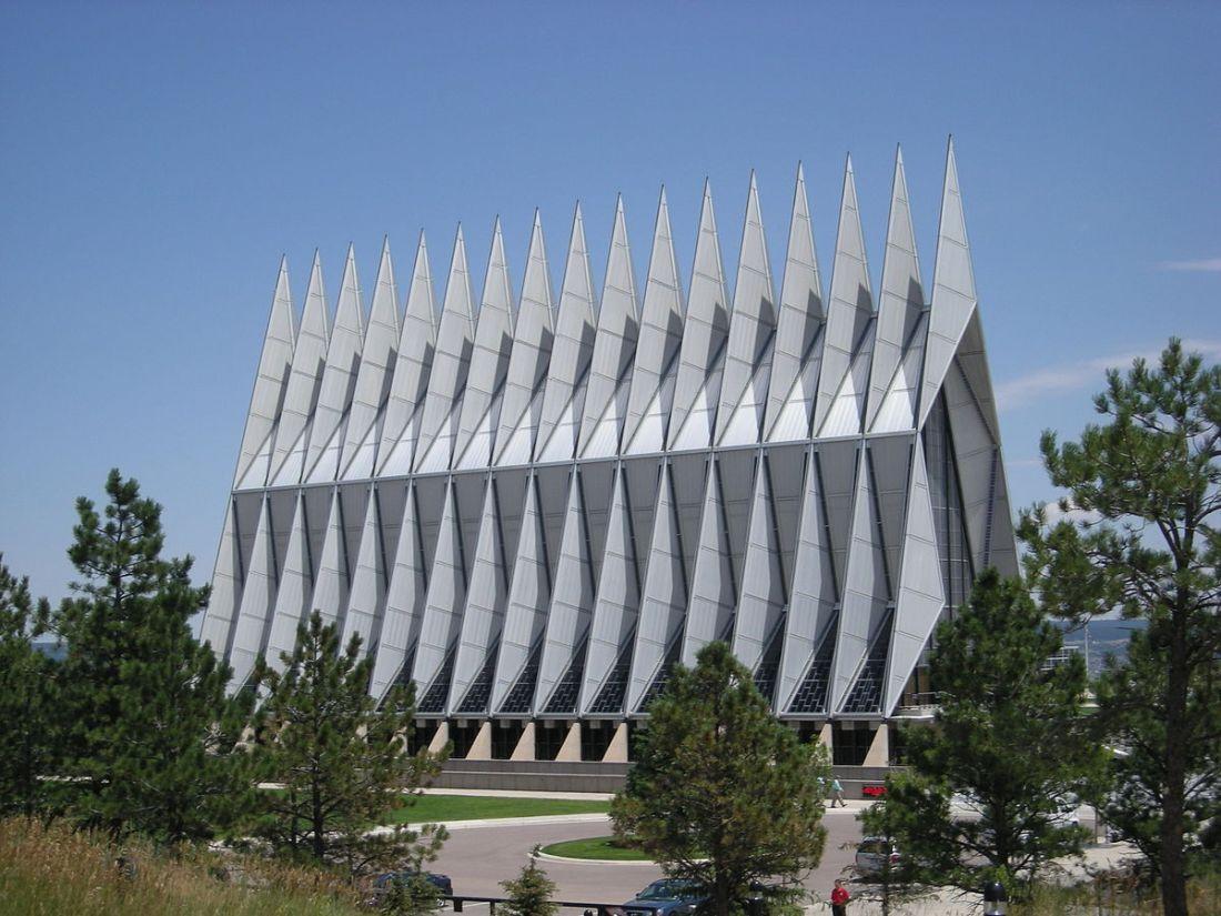 1200px-USAFA_Chapel_July_2007_exterior
