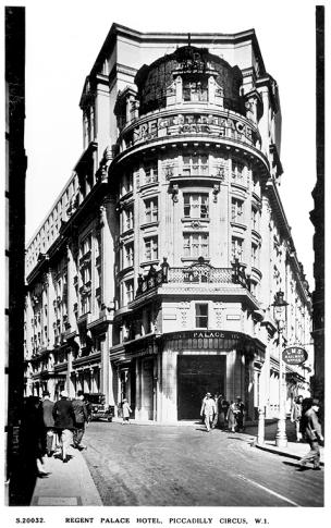 1965 10 27 exterior Regent Palace Hotel